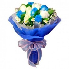 12 Stem Blue and White Rose Bouquet